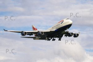 british b 747 about to land 2007