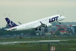 sp-lic embraer 175 polish airlines flying is beautiful.JPG