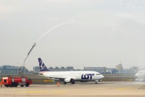 PLL LOT Boeing 737 SP-LLG Chopin Airport Water Salute Farewell 10. 03. 2020